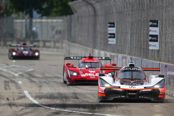 Helio Castroneves and Felipe Nasr race other at Belle Isle, 6/1/2019 (Photo: Courtesy of IMSA)