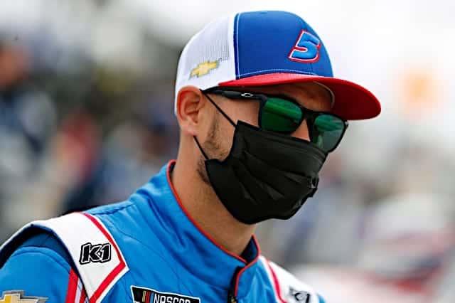 Kyle Larson wearing a mask at Las Vegas Motor Speedway. Photo: NKP