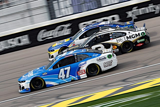 Ricky Stenhouse Jr. leads a pack of cars in the NASCAR Cup Series race at Las Vegas Motor Speedway, March 2021. Photo: NKP