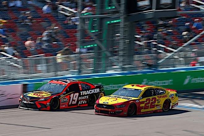 Joey Logano and Martin Truex Jr. racing in the Instacart 500k, 3/14/2021 (Photo: Nigel Kinrade Photography)